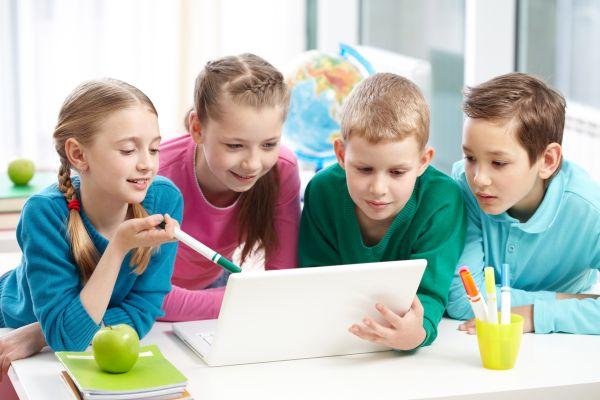 Резултат с изображение за деца компютри